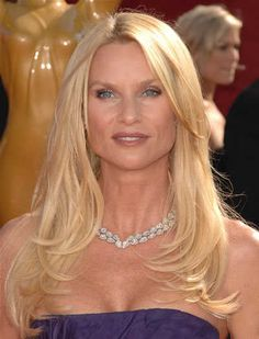 Nicolette Sheridan's long layered blonde hairstyle at the 2008 Primetime Emmy Awards