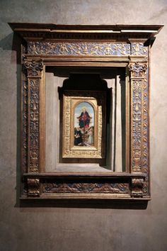 Firenze, picccola Edicola Sacra conservata a Palazzo Davanzati- Museo della Casa Fiorentina Antica,  Via Porta Rossa 13