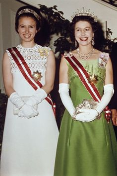 1969 Queen Elizabeth and Princess Anne at an event in Vienna, Austria. Queen Elizabeth II Pictures - Photos of Queen Elizabeth's Life God Save The Queen, Hm The Queen, Her Majesty The Queen, Princess Beatrice, Princess Eugenie, Princess Margaret, Princess Alice, Windsor, Princesa Anne