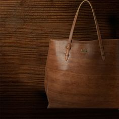 #Baggit designers draw inspiration from the color, look and feel of wood to craft this oversized #totebag. #inspiration #handbags #womensfashion