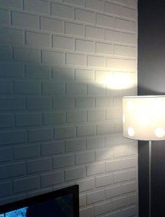 No post de hoje tem uma leitora ensinando a fazer uma textura de tijolinho fake. O resultado é muito legal e a sua parede agradece.