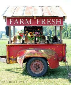 the most adorable farm stand ever! the yellow/red paint is aged to perfection and I love the reclaimed tin roof and the farm fresh sign. Sweet Carts, Produce Stand, Market Displays, Farmers Market Display, Farmers Market Stands, Farmers Market Sign, Vendor Displays, Store Displays, Farm Stand