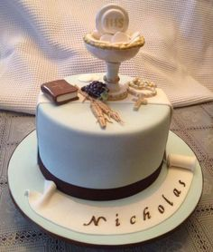 Great Cake for First Communion Boy Communion Cake, First Holy Communion Cake, Communion Dresses, Fondant Cakes, Cupcake Cakes, Comunion Cakes, Religious Cakes, Confirmation Cakes, Mug Cake Microwave