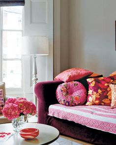 pink love - Fox Home Design Home Design, Home Interior Design, Interior Decorating, My Living Room, Home And Living, Living Spaces, Colorful Couch, Decoration Bedroom, Decoration Originale