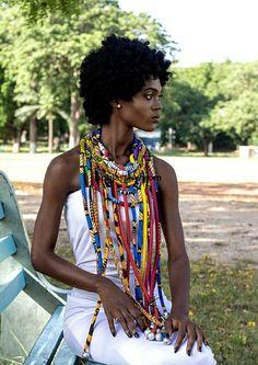 Cet adorable collier est fait avec imprimé africain et un noeud réglable à l'arrière.. .achetons ce moment, vous pouvez,
