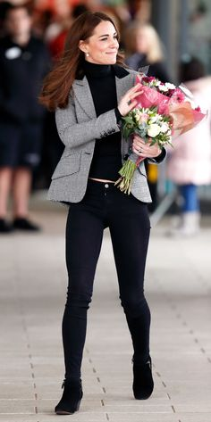 The best moments of Kate Middleton from the year 2018 Let's look at the style of. - The best moments of Kate Middleton from the year 2018 Let's look at the style of the Duchess of C - Kate Middleton Outfits, Kate Middleton Jeans, Kate Middleton Stil, Estilo Kate Middleton, Kate Middleton Fashion, Black Jeans Outfit Summer, Jeans Outfit For Work, Summer Jeans, Outfit Jeans