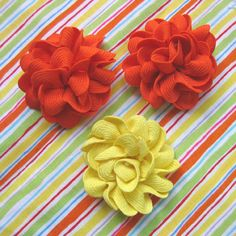 Pinning for my bow-making friends: Rick rack flowers Handmade Flowers, Diy Flowers, Fabric Flowers, Paper Flowers, Cute Crafts, Crafts To Make, Diy Crafts, Fabric Crafts, Sewing Crafts