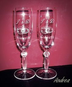Copas de cava grabadas a mano con punta de diamante para brindis de boda. www.todo-artesania.wix.com/detalles