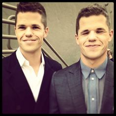 Max and Charlie Carver Carver Twins, Max Carver, Teen Wolf Twins, Teen Wolf Funny, Sterek, Twin Guys, Mason Dye, Max And Charlie Carver, Wolf People