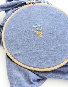 DIY Tutorial Embroidery: How to embroider a T-shirt? - Laura G. - - Tuto DIY broderie : comment broder un T-shirt ? DIY Tutorial Embroidery: How to embroider a T-shirt? Diy Embroidery Patterns, Embroidery Leaf, Embroidery Hearts, Embroidery On Clothes, Embroidery Stitches, Machine Embroidery Projects, T Shirt Embroidery, T-shirt Broderie, Broderie Simple