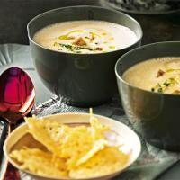 Maronensuppe mit Parmesantalern