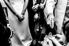 Algunas de nuestras mejores fotos de #Boda realizadas en la Finca Castell de Barxell en Alcoy (Alicante). Nuestra forma de trabajar es:  Le damos muchísima importancia a fotografiar los MOMENTOS que suceden.  Siempre hacemos fotos con COLORES fantásticos.  No nos gustan mucho los POSADOS, y por eso hacemos los mínimos posibles.  A nosotros nos gustan las Bodas ESPONTÁNEAS, por lo que el día de vuestra Boda parecerá que no estamos, que somos INVISIBLES. Wedding Pics, Wedding Ideas, Alicante Spain, Ideas Para, Boho Chic, Bride, Shape, Rustic Weddings, Funny Weddings