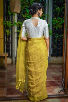 Buy Designer Blouses online, Custom Design Blouses, Ready Made Blouses, Saree Blouse patterns at our online shop House of Blouse from India. New Saree Blouse Designs, Saree Jacket Designs, Blouse Designs High Neck, Blouse Designs Catalogue, Simple Blouse Designs, Stylish Blouse Design, Blouse Styles, Designer Blouse Patterns, Sarees