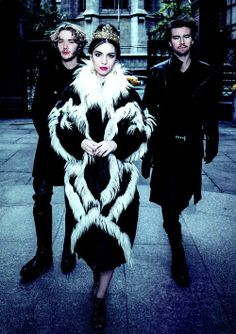 Reign Photo Shoot - Queen Mary (Adelaide Kane), Prince Francis (Toby Regbo) and Bash (Torrance Coombs) Mary Queen Of Scots, Queen Mary, Red Queen, Adelaide Kane, Reign Cast, Reign Tv Show, Gossip Girl, Pretty Little Liars, Serie Reign
