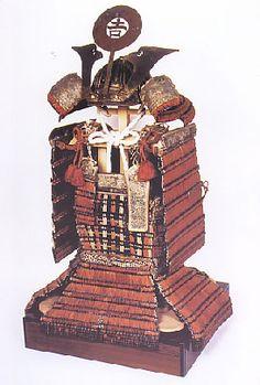 赤糸威鎧 国重文。山内首藤家所用。永禄六年、山内隆通が日吉神社に奉納した。