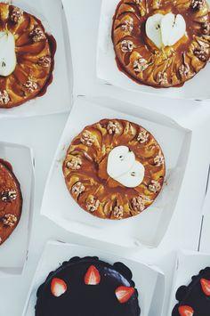 Doughnut, Cake, Desserts, How To Make, Food, Tailgate Desserts, Deserts, Kuchen, Essen