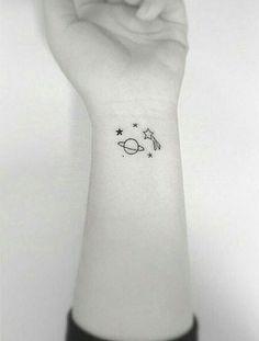 Confira linhas finas e delicadas que formam desenhos suaves. #tattoos