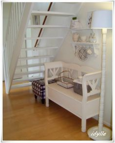 Elly's kleine Idylle - New Ideas Small Space Living, Small Spaces, Living Spaces, White Staircase, Bench With Storage, White Home Decor, White Rooms, Best Interior Design, White Houses