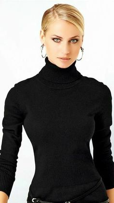 Turtleneck Outfit, Curves, Turtle Neck, Sweaters, How To Wear, Hair, Outfits, Clothes, Beautiful