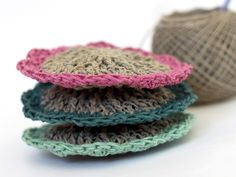 Making pretty crochet dishcloths andscrubbies is a fun way to use up leftover yarn in your stash and practice new techniques while creating something that
