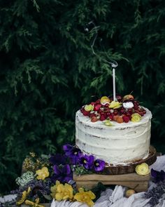 κέικ με σμέουρα, κεράσια και βουτυρόκρεμα λευκής σοκολάτας Cake, Desserts, Food, Pie Cake, Tailgate Desserts, Pastel, Postres, Cakes, Deserts