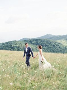 Elopement in the mountains of North Carolina: http://www.stylemepretty.com/little-black-book-blog/2016/09/30/breathtaking-mountain-elopement-north-carolina/ Photography: Simply Sarah - http://simplysarah.me/