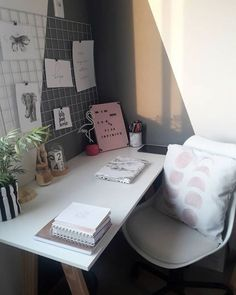 Desk Decor Ideas to Make Your Home Office. Are you looking for ways to spruce up your desk decor? These 30 home desk ideas will inspire you to decorate your study in a beautiful but functional way. Fill your desk with cute and unique accessories you love. Study Room Decor, Teen Room Decor, Room Ideas Bedroom, Bedroom Decor, Home Office Design, Home Office Decor, Library Design, Office Desk, Home Office Bedroom