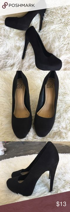 Delicious black heels 👠 Preowned in very good condition there is a scuff on the back heel see the last picture. Material is unknown.Heel size is about 5 inches. delicious Shoes Heels