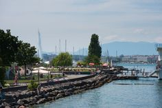 Free entry to Geneva Beach. You will find everything you need : a large lakeside area, diving boards (10, 5, 3 and 1 meters) and an Olympic-size swimming pool. There is also an infrastructure for kids and several areas to practise sports. ©Genève Tourisme, Olivier Miche