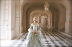 Imagen de marie antoinette, Kirsten Dunst, and Sofia Coppola Sofia Coppola, Marie Antoinette Film, Kirsten Dunst Marie Antoinette, Marie Antoinette Costume, Pale Blue Dresses, Blue Gown, Lady In Waiting, Period Outfit, Movie Costumes