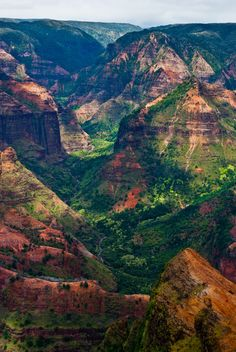 Waimea Canyon | Kauai,  Hawaii.     This place is beautiful, if you ever take a trip to Hawaii, make sure you go to Kauai (so romantic)
