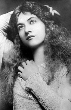 Traveling through history of Photography...Maude Fealy, 1900.