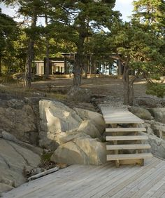 Villa Fåglarö by Jordens Arkitekter - Architecture - Private housing Haus Am See, Summer Cabins, Organic Architecture, Cabins In The Woods, Plein Air, Cottage Style, Exterior Design, Outdoor Gardens, Tiny House