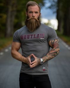 hair and beard styles When beard paired with wrong hairstyle or face structure, it can be disastrous. Keep yourself updated with the Latest Modern Beard Styles For Men. Modern Beard Styles, Long Beard Styles, Hair And Beard Styles, Great Beards, Awesome Beards, Beard Tips, Beard Ideas, Beard Growth Oil, Beard Love