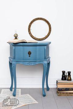 BÚTORFESTÉS A-tól Z-ig: minden tudnivaló egy helyen   Azúr Bagoly Tolkien, Chalk Paint, Minden, Nightstand, Entryway Tables, Projects, Painting, Vintage, Furniture
