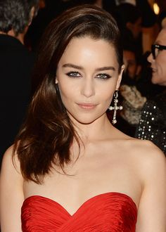 It is known, Emilia Clarke stunned at this year's punk themed Met Gala. Emilia's makeup look was created by ck one Global Makeup Artist Hung Vanngo who opted for a 'elegant punk' look, making the eyes the focal point. Emilia's hair look was created by celeb hairstylist and creator of the #Beachwaver Sarah Potempa. CLICK to get Emilia's look!