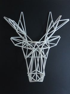 Large stag deer trophy in himmeli technique Straw Projects, Craft Projects, Beaded Christmas Ornaments, Christmas Crafts, Stag Deer, Origami And Kirigami, Snow Flakes Diy, Geometric Decor, Wall Installation