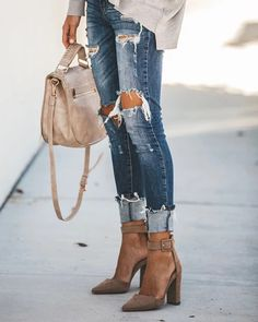 Casual Outfits for women,Casual Outfits for work,Casual Outfits for moms Outfit Jeans, Heels Outfits, Mode Outfits, Jean Outfits, Fashion Outfits, Womens Fashion, Fashion Trends, Buckle Outfits, Casual Heels Outfit