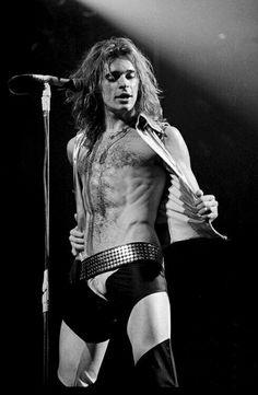 David Lee Roth of Van Halen Alex Van Halen, Eddie Van Halen, Freddie Mercury, David Lee Roth, Glam Metal, Tommy Lee, Jon Bon Jovi, Rock Legends, Poses