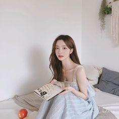Image may contain: one or more people, people sitting and indoor Pretty Korean Girls, Cute Korean Girl, Beautiful Asian Girls, Mode Ulzzang, Ulzzang Korean Girl, Korean Beauty, Asian Beauty, Prity Girl, Korean Aesthetic