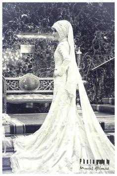 Hijabi bride. So beautiful. Mashallah.
