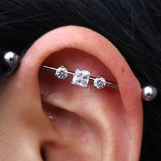Fresh industrial piercing with titanium and Swarovski jewelry from @anatometalinc and…