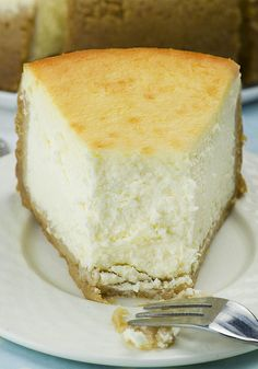 New York Style Cheesecake recipe 2 Looking for the best recipe for a melt-in your-mouth New York Style Cheesecake? Rich, dense, creamy and smooth, this classic cheesecake is absolutely delicious and so easy to make! New York Style Cheesecake, Best Cheesecake, Classic Cheesecake, Easy Cheesecake Recipes, Dessert Recipes, Homemade Cheesecake, Best Baked Cheesecake Recipe, Cheesecake Deserts, Breakfast Cheesecake