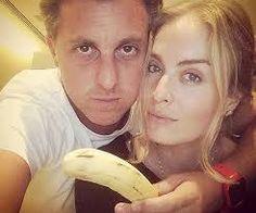 """angelica e luciano : Angelica e Luciano seguram uma banana """"sem preconceito, somos todos macacos""""  em seus Instangram abril de 2014"""