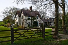 England – New Forest. Beautiful Dale Farm House in Dibden. Beautiful Farm, Beautiful Homes, Beautiful Places, House Beautiful, Town And Country, Country Life, Country Houses, Country Living, California Homes