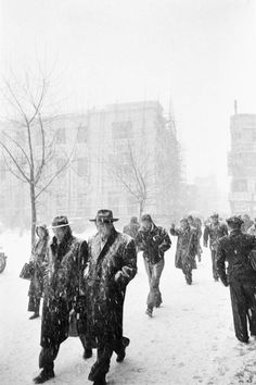 Han Youngsoo photographed Seoul as it rebuilt itself after the war into a sleek modern city – and captured its people in beautifully composed images Old Pictures, Old Photos, Seoul Korea, North Korea, Famous Photographers, Korean War, Jolie Photo, New Shows, Rare Photos