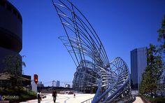 Национальный музей искусств – #Япония #Осака (#JP) Даааа, Национальному музею искусств в Осаке никакие плакаты и вывески снаружи точно не требуются... И так понятно, что внутри что-то эдакое находится! http://ru.esosedi.org/JP/places/1000133436/natsionalnyiy_muzey_iskusstv/