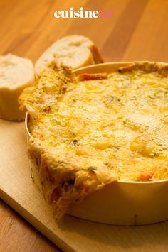 Le Mont d'or chaud est un plat à accompagner de pommes de terre et de saucisses de Morteau. #recette#cuisine#montdor#fromage Mont D Or Chaud, Brie, Apples, Dish