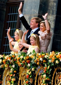 """I bet they've watched Frozen a million times xD xD xD ♔ van """"Oranje"""" Nassau ♕ ...New Dutch King - WIllem-Alexander and Family..."""