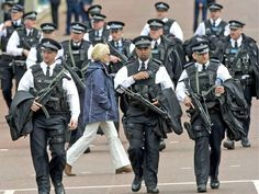 met police - Google Search Tac Gear, Police Dogs, Swat, Law Enforcement, Crime, 1st Responders, Military, Rivers, Warriors